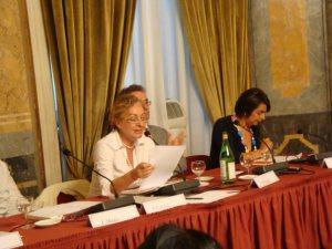 """Milano, ottobre 2009: Paola Ciccioli legge l'appello di """"Donne della realtà"""" al Circolo della stampa"""