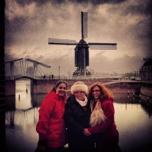 Mariagrazia, al centro, in Olanda durante le festività natalizie