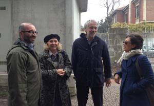 Paola Ciccioli con i suoi avvocati e l'amica Alba subito dopo il reintegro.