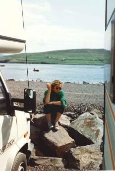 Paola Ciccioli in Irlanda, luglio 1992 (il camper è di Leonardo Angeletti)