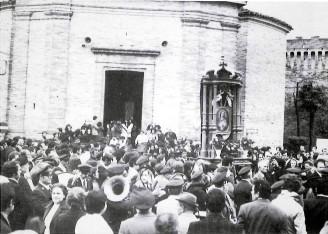 Uscita della processione, 28 aprile 1974