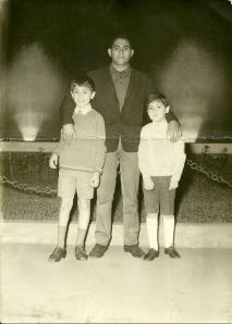 Kader con due dei tre figli di Mariagrazia
