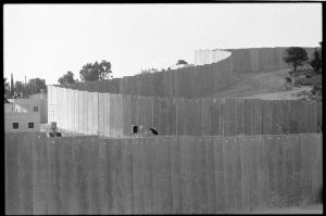 Il muro lungo 75 Km che divide la popolazione palestinese a Gerusalemme est