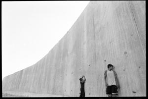 Qalqilya, l'abitato è completamente circondato da un muro alto 8 metri