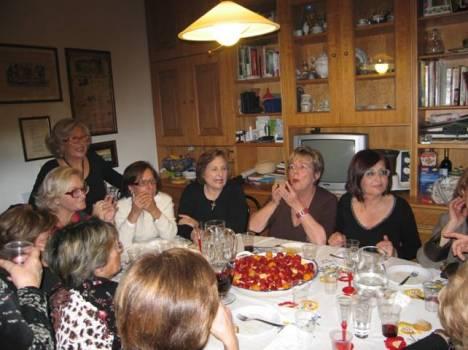 Adele Colacino con le donne della sua realtà