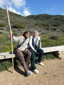Mariagrazia e Maria Elena insieme all'Argentiera (foto  di Marco Cianciotta)