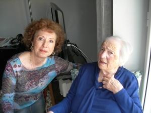 Angela con la zia centenaria a Portici