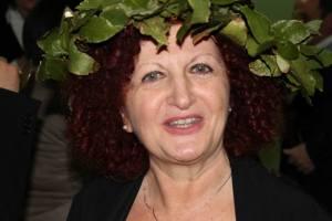 La dottoressa Rosalba Griesi con tanto di corona di alloro (arrivata a sorpresa insieme con la toga)