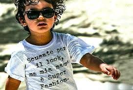 """L'incolpevole Nathan Falco indossa un T-shirt che sintetizza """"l'impronta materna"""". In passato aveva suscitato polemiche la campagna pubblicitaria di una linea di abbigliamento per aspiranti bambini vip, creata proprio da Elisabetta Gregoraci"""