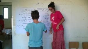 Molti italiani all'estero sono coinvolti in progetti di cooperazione. Qui Alice Priori, una giovane italiana che coordina di un progetto giovani in Palestina, foto di Bruna Orlandi