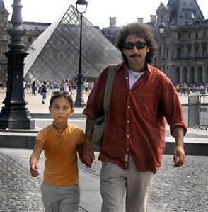 Ciro Prota con la figlia Rita, con cui si è trasferito, insieme alla famiglia, a Parigi da Napoli
