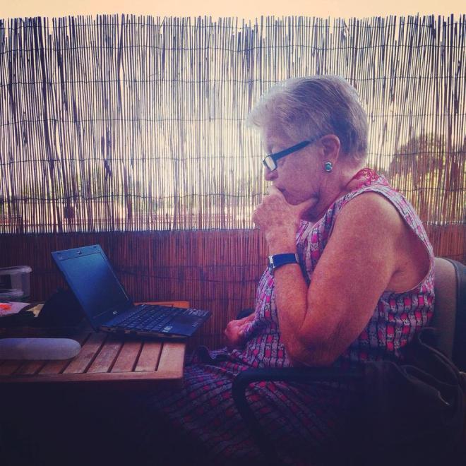 Mariagrazia, a Sassari, ricorda, riflette e scrive (la foto è del figlio Francesco Cianciotta di cui lei ha delineato un bellissimo ritratto per il nostro blog)