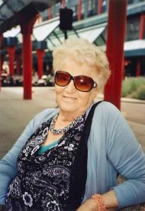 Mariagrazia Sinibaldi davanti alla stazione Cadorna di Milano, il giorno in cui sua nipote è partita per l'Australia. (foto di Paola Ciccioli)