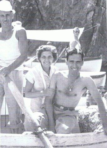 I genitori di Alba, giovanissimi, in barca a Capri