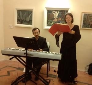 Un momento della Festa dei boccali, con la cantante di origine ceca Katarina Blasone Furstova e il pianista Rocco Celentano