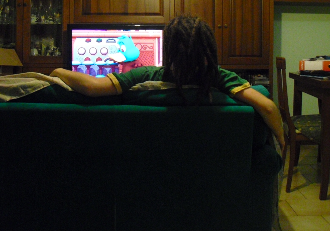The guy with dreadlocks who is watching cartoons is Gianluca Suanno, the author of this post. Next to him was supposed to be his girlfriend (the reason will be explained later on), but she left the couch in the meantime.