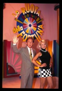 Mike Bongiorno e Antonella Elia nell'edizione 1996 della Ruota della fortuna