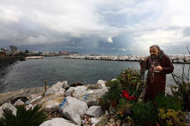 Napoli, statua di Padre Pio (foto Ciro Prota)