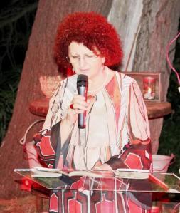 """Rosalba Griesi durante """"Notti d'estate. Reading di poesie d'amore"""" che si è tenuto il 5 agosto 2016 a Palazzo San Gervasio"""